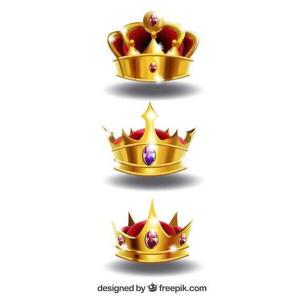Realistische selectie van drie glanzende kronen Gratis Vector