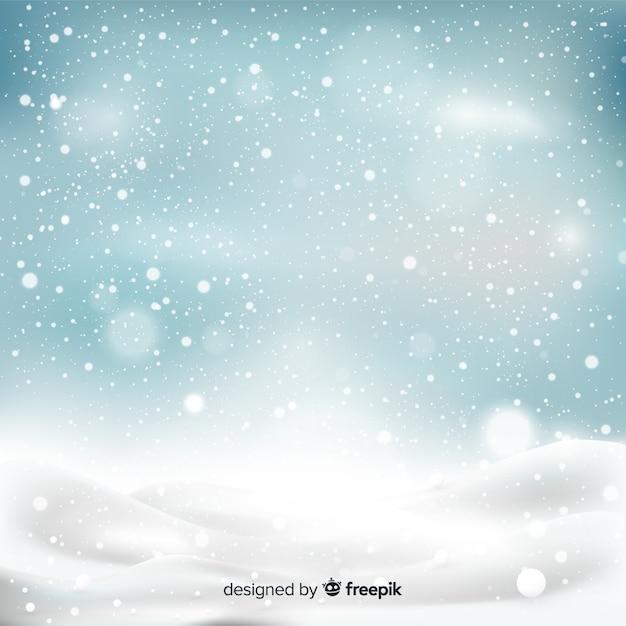 Realistische vallende sneeuwvlokken op hemelachtergrond Gratis Vector