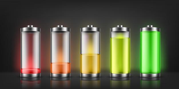 Reeks indicatoren van de batterijlading met lage en hoge energieniveaus die op achtergrond worden geïsoleerd. Gratis Vector