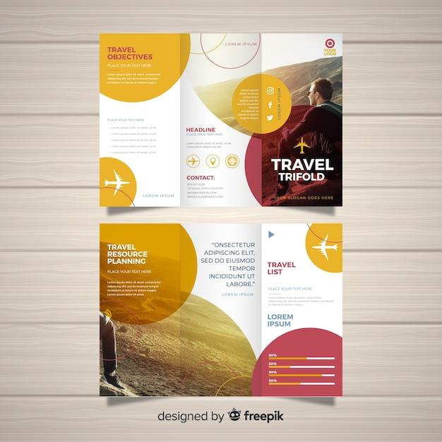 Reis driebladige brochuremalplaatje Gratis Vector