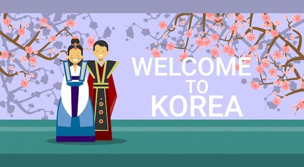 Reis naar zuid-korea, happy korean coupe met traditionele kostuums over sakura tree blossom Premium Vector