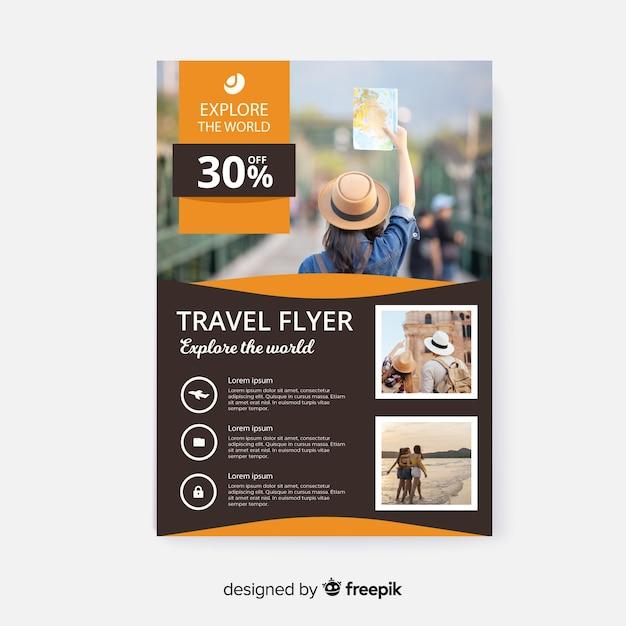 Reizen folder sjabloon met foto en details Gratis Vector