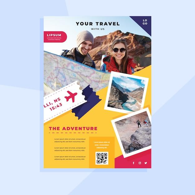 Reizen folder sjabloon met foto Gratis Vector