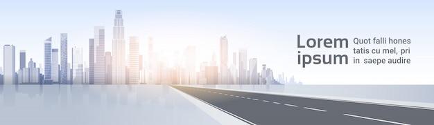 Road to city skyscraper view cityscape achtergrond skyline silhouette met kopie ruimte Premium Vector