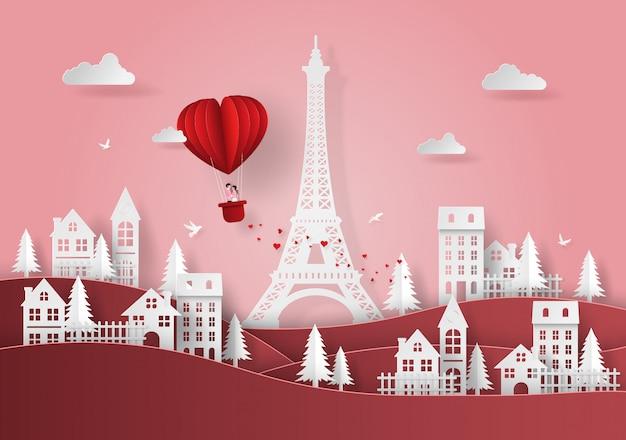 Rode hartvormige ballon zwevend boven het dorp Premium Vector