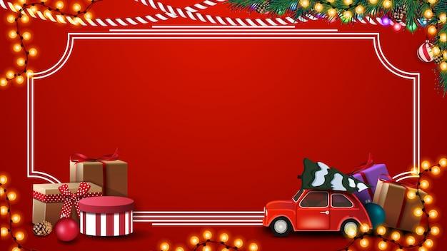 Rode kerst achtergrond met cadeautjes, vintage frame, garland, takken en rode vintage auto met kerstboom Premium Vector