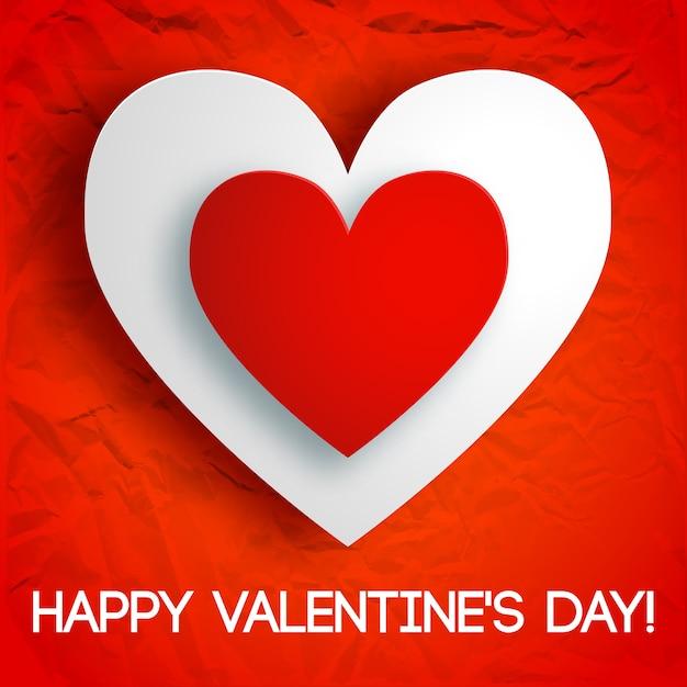 Romantische wenskaart met inscriptie en twee kartonnen harten op rood gekreukt papier geïsoleerde vectorillustratie Gratis Vector