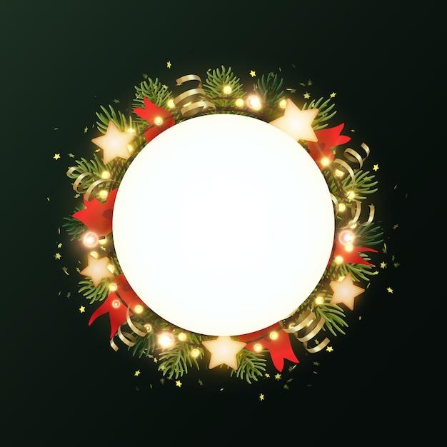 Ronde kerstkrans met dennentakken, gloeiende sterren, gouden serpentines en lichtgevende slinger van bollen. cirkel met copyspace. Premium Vector