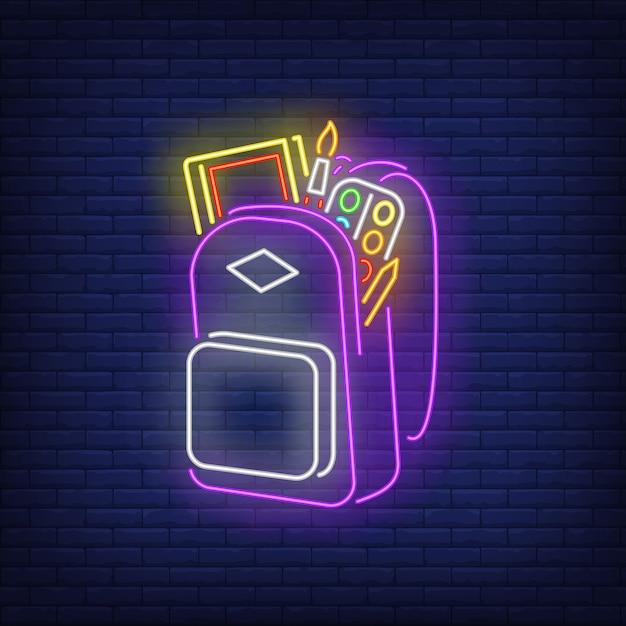 Rugzak met neon materiaal van kunstenaarsmateriaal Gratis Vector