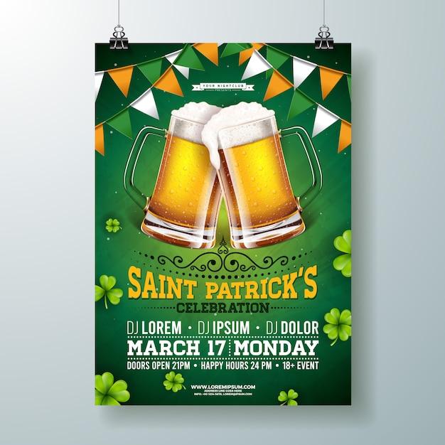 Saint patricks day party flyer illustratie met bier, vlag en klaver op groene achtergrond. Gratis Vector