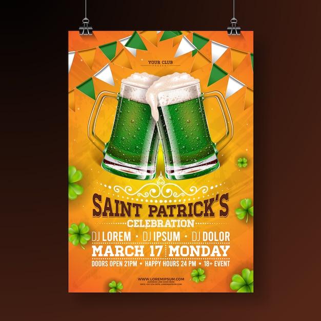 Saint patricks day party flyer illustratie met groene bier, vlag en klaver op oranje achtergrond. Gratis Vector