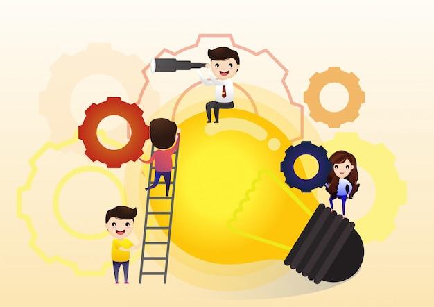 Samenwerken aan het vinden van nieuwe ideeën, kleine mensen lanceren een mechanisme, zoeken naar nieuwe oplossingen, creatief werk Premium Vector