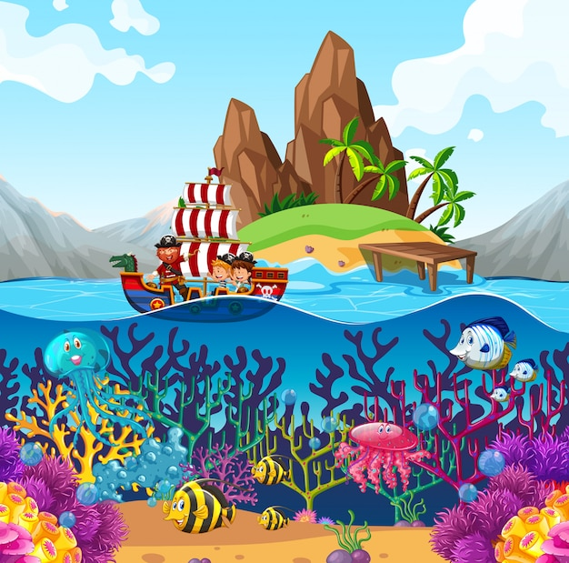 Scène met piraatschip in de oceaan Gratis Vector