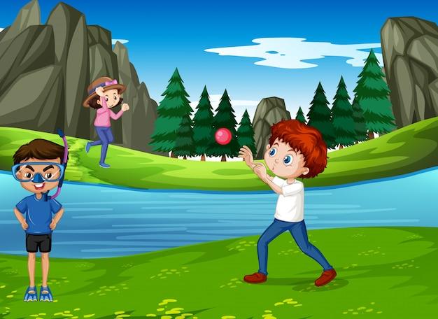 Scène met spelende kinderen in het park Gratis Vector