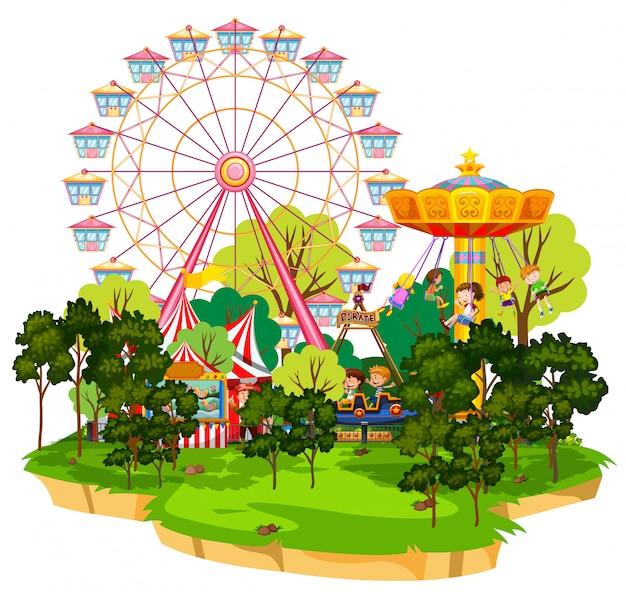 Scène met vele attracties in het funpark op witte achtergrond Gratis Vector