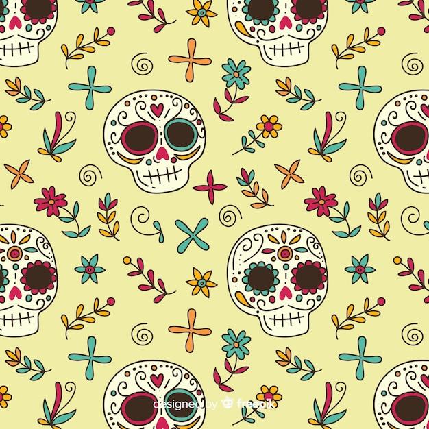 Schedels en bloemen hand getekende día de muertos patroon Gratis Vector