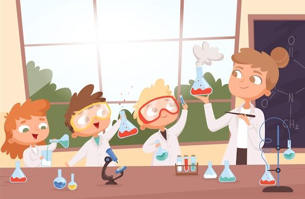 Scheikunde les. kleine jongens en meisjes van de wetenschapskinderen die het onderzoeken van tests in het achtergrondillustratiebeeldverhaal van het schoollaboratorium maken. Premium Vector