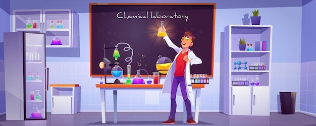 Scheikundige met kolf in wetenschappelijk laboratorium Gratis Vector