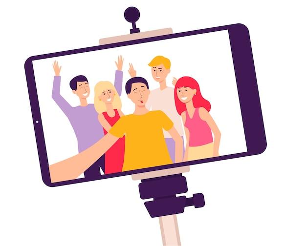 Scherm van de mobiele telefoon op een selfiestick met een foto van lachende mensen de platte cartoon vectorillustratie geïsoleerd Premium Vector