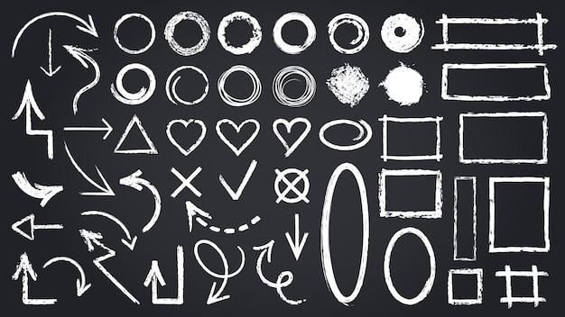 Schets krijtelementen. schetsbordelementen, met de hand getekende grafische pijlen, kaders, ronde en rechthoekige vormen iconen set. illustratie ronde teken, kruis tik rechthoek schets Premium Vector