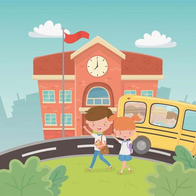 Schoolgebouw en bus met kinderen in de scene Gratis Vector