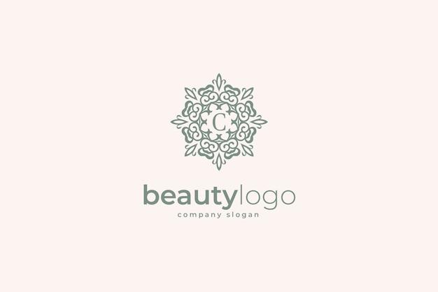 Schoonheid koninklijk logo Premium Vector