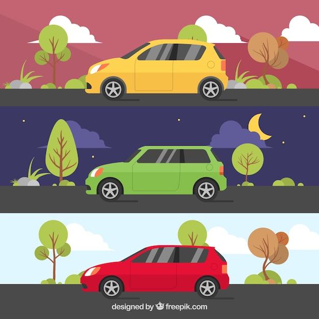 Selectie van drie kleurrijke voertuigen met verschillende landschappen Gratis Vector