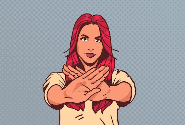 Serieuze vrouw toont stopbord geen palm gebaar popstijl retro-stijl vrouw Premium Vector