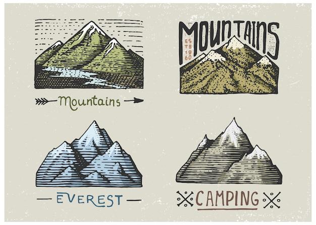 Set gegraveerde vintage, handgetekende, oude labels of badges voor kamperen, wandelen, jagen met bergtoppen, van zuid naar noord Premium Vector