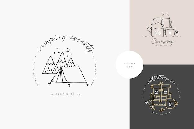Set lineaire kamperen en wandelen pictogrammen of logo's. reizend embleem of ronde badge met reizend personeel. Premium Vector