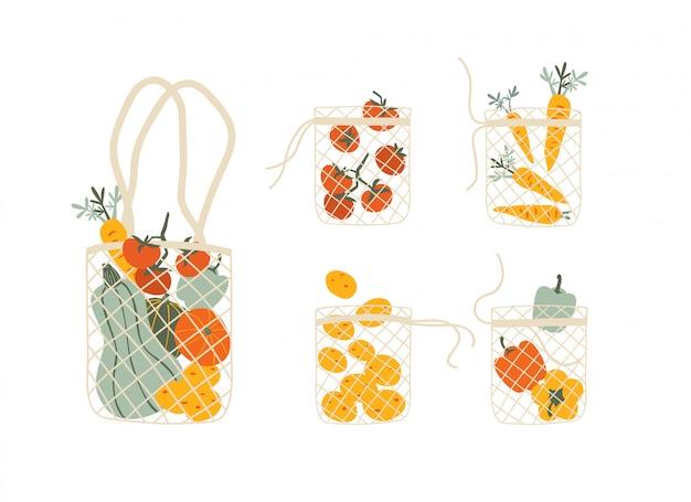 Set mesh eco zakken vol met groenten op wit wordt geïsoleerd Premium Vector
