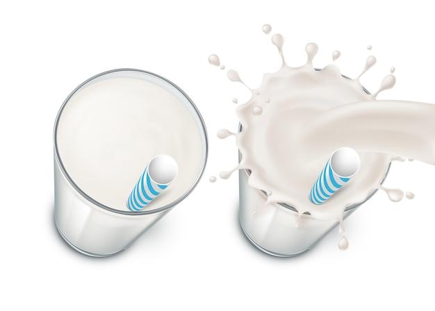 Set met twee realistische glazen gevuld met melk, room of yoghurt, met melkachtige plons en drankje Gratis Vector