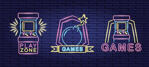Set objecten gerelateerd aan videogames in neon- en lienal-stijl Gratis Vector