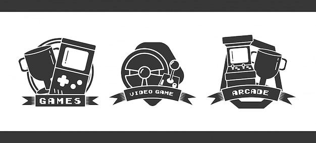Set objecten gerelateerd aan videogames in vlakke stijl Gratis Vector