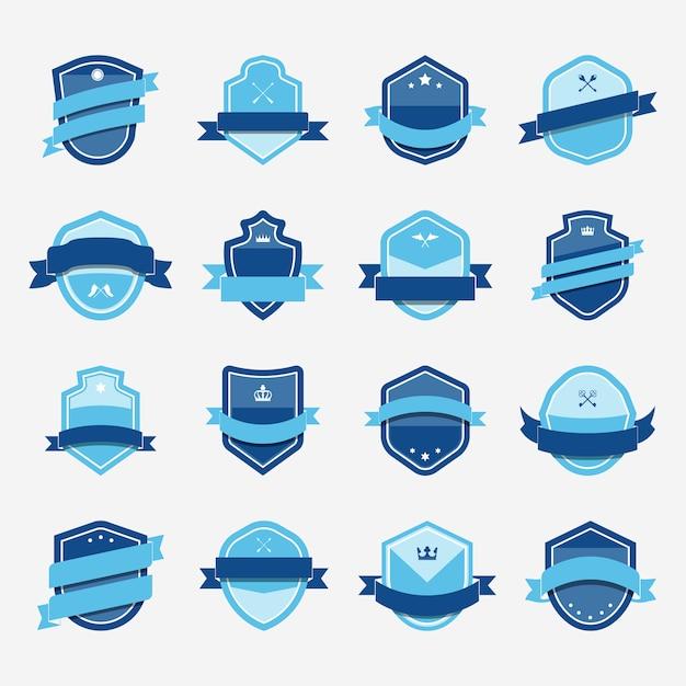 Set van blauwe schild pictogram verfraaid met banner vectoren Gratis Vector