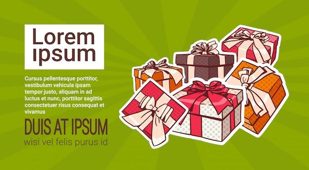 Set van kleurrijke gift box pop-art retro stijl van presenteert met lint en boog op achtergrond met kopie Premium Vector