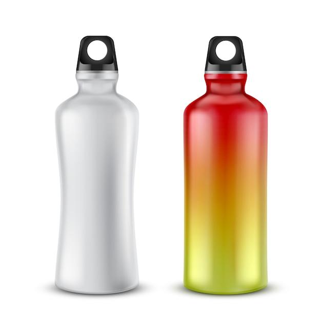 Set van lege plastic flessen met deksels voor dranken, geïsoleerd op de achtergrond. Gratis Vector
