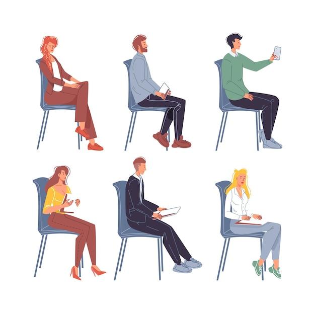 Set van platte stripfiguren zittend op stoelen in verschillende poses Premium Vector