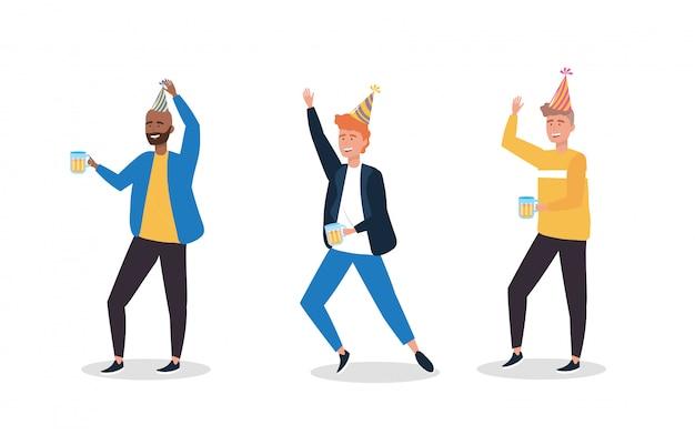 Set van schattige mannen dansen met feestmuts Gratis Vector