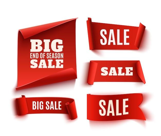 Set van vijf rode, realistische, papieren verkoopbanners. Premium Vector