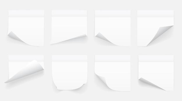 Set van witte vellen notitiepapier geïsoleerd op transparante achtergrond. plakbriefjes. Premium Vector