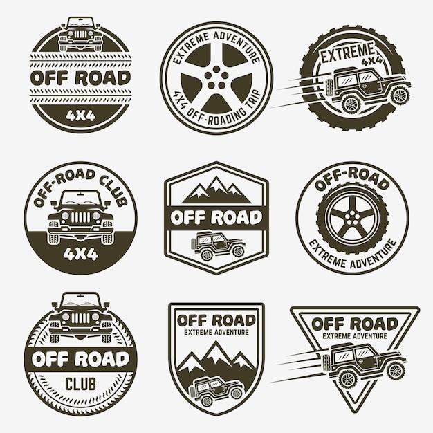 Set van zwart-wit labels, emblemen of badges voor terreinwagens Premium Vector
