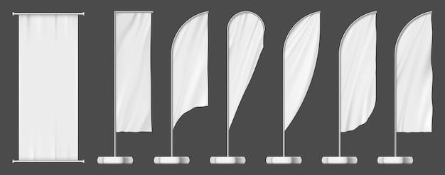 Set vlagbanners, sjablonen voor buitenreclame. lege witte mockup, buiten paal borden set. reclame voor vlaggen met veren of druppelvormige vlaggen en stoffen reclameborden, commerciële promotiedisplays Premium Vector