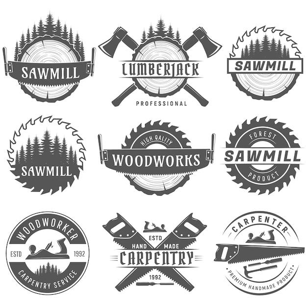 Set zwart-wit logo emblemen voor timmerwerk, houtbewerkers, houthakker, zagerij service. Premium Vector
