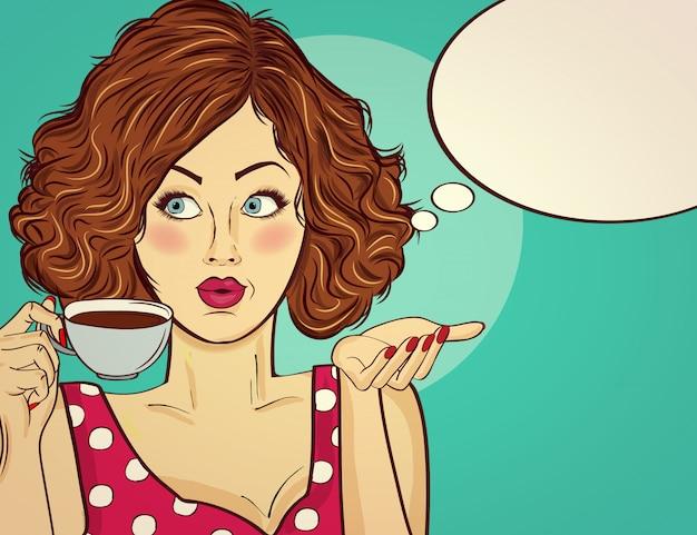 Sexy pop-artvrouw met koffiekop. adverteren poster in komische stijl. Premium Vector