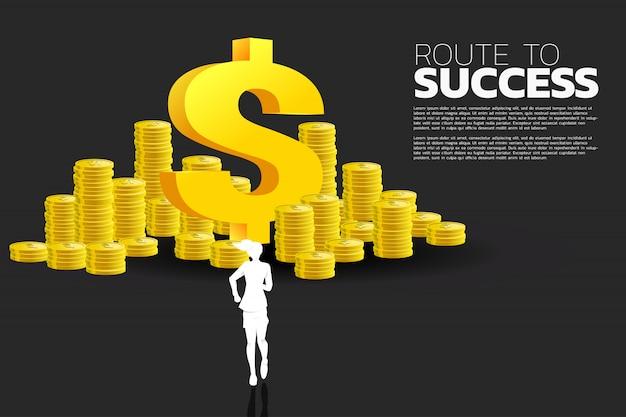 Silhouet van onderneemster die aan het pictogram van het dollargeld en stapel van muntstuk loopt. concept succeszaken en carrièrepad. Premium Vector