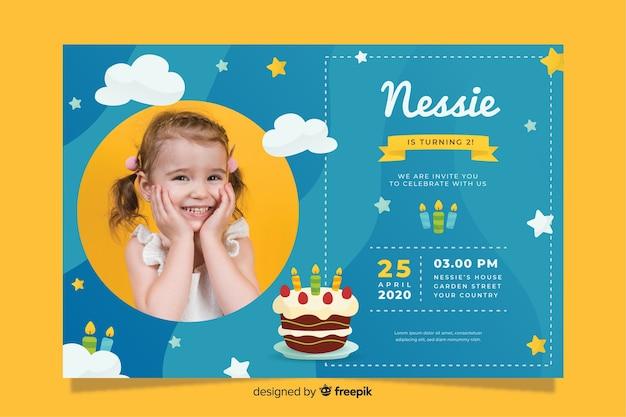 Sjabloon kinderen verjaardagsuitnodiging met foto Gratis Vector