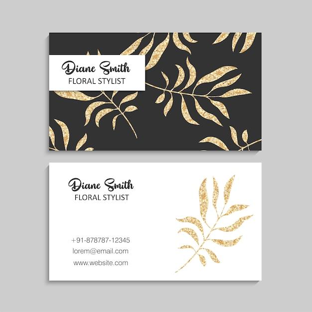 Sjabloon voor luxe gouden visitekaartjes met tropische bladeren. Gratis Vector