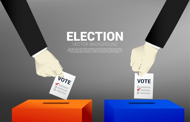 Sluit omhoog twee zakenmanhand zette zijn stem aan de rode en blauwe verkiezingsdoos. Premium Vector