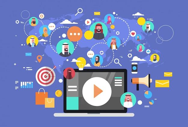 Sociale media communicatie met islamitische mensen verbindingen via wereldkaart. laptop computer Premium Vector